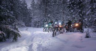 Эндуро катание зимой в лесу и темноте
